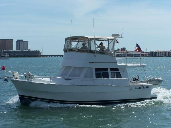 39' Mainship 390 Trawler