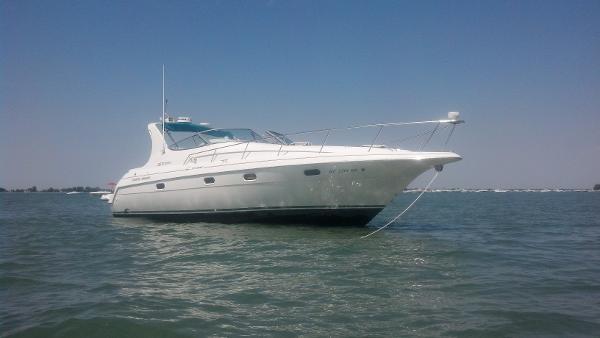 33' Cruisers Yachts 3375 Esprit
