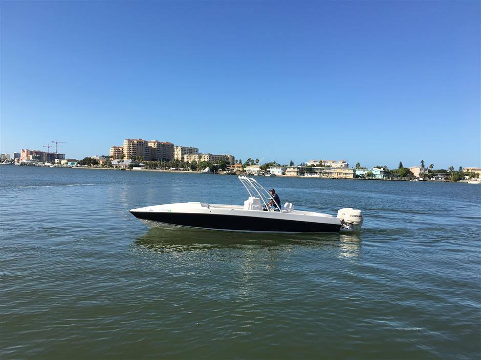 33' BLACKHAWK 33 Center Console