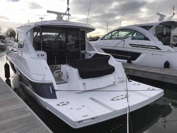 45' Cruisers Yachts 45 Cantius