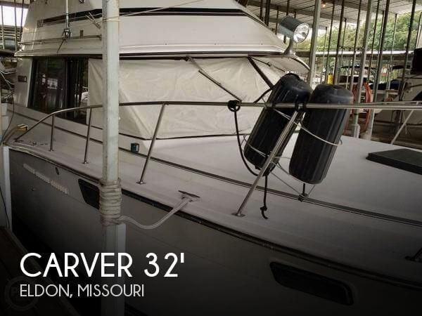 32' Carver 3207 Aft Cabin