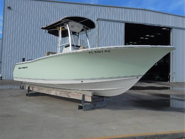 22' Sea Hunt 225 Ultra