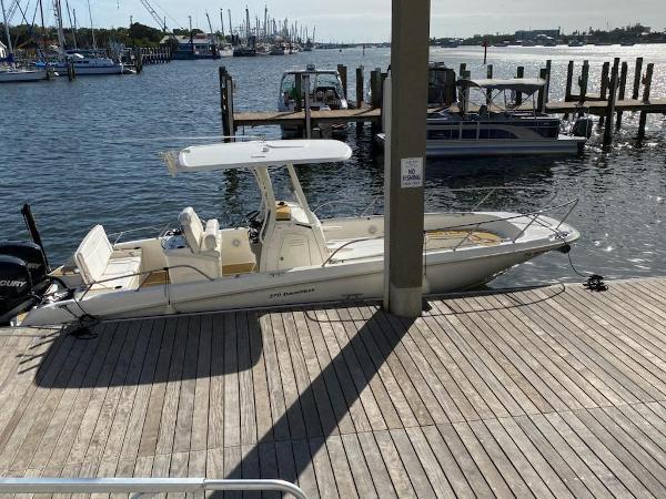 27' Boston Whaler 270 Dauntless